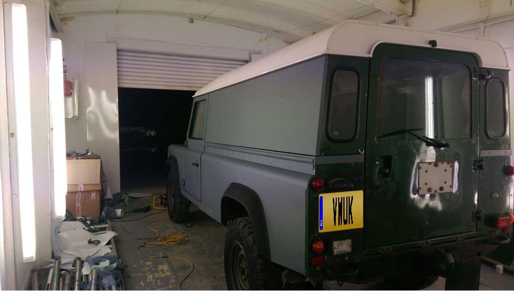 Matt Land Rover Defender 1