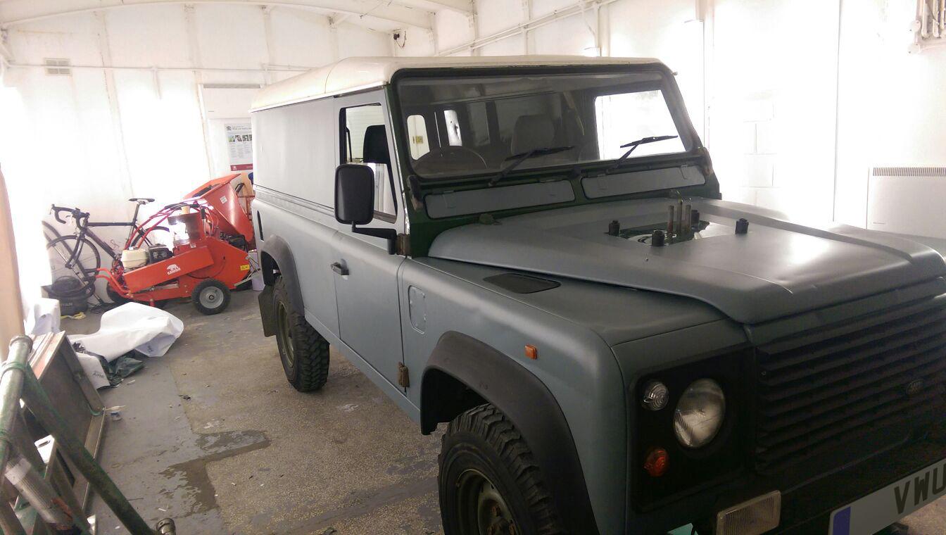 Matt Land Rover Defender 4